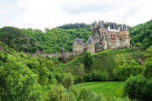 Burg Elt Castle _Deisen Kaisersesch Cochem Eifelhaus Vakantiehuis in de Eifel an de Moezel vacation rental mosella river